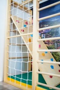 Скалодром для деревянных комплексов